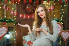 Mädchenvertretung Leerer Raum für Produkt Stockfoto