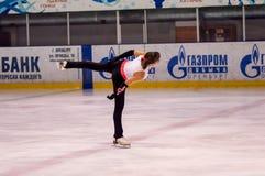 Mädchenzahl Schlittschuhläufer sondert herein den Eislauf aus Lizenzfreies Stockbild