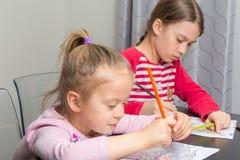 Mädchenzeichnen Stockfoto