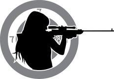 Mädchenziele von einem Gewehr Lizenzfreies Stockfoto