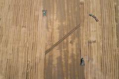 Mähdrescher auf dem Weizengebiet Stockbild
