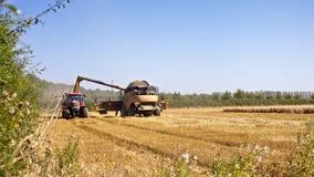 Mähdrescher und Traktor Stockbilder