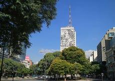 Mäktig byggnad av departementet av vård- och offentliga arbeten på Avenida 9 de Julio, Buenos Aires, Argentina royaltyfri fotografi