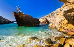 Mäktig gammal skeppsbrott i den Amorgos ön, Cyclades, Grekland Arkivbilder