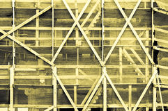 Mäktig gul gråaktig gulaktig ram förutom ett byggande Royaltyfria Bilder