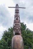 Mäktiga totempålar på Stanley Park Vancouver - VANCOUVER - KANADA - APRIL 12, 2017 Royaltyfria Foton