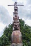 Mäktiga totempålar på Stanley Park Vancouver - VANCOUVER - KANADA - APRIL 12, 2017 Fotografering för Bildbyråer
