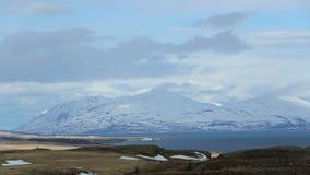 Mäktigt landskap för vulkanvinterberg i Island lager videofilmer