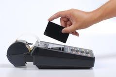 män för kreditering för kortuppladdning Royaltyfri Fotografi