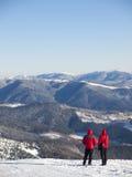 Män i bergen i vinter royaltyfri bild