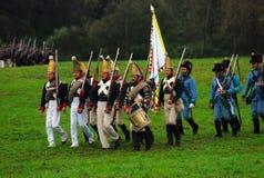 Män marscherar med en flagga och en vals Royaltyfria Foton
