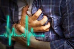 Män med bröstkorgen smärtar - hjärtinfarkt Arkivbilder
