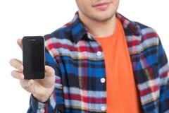 Män med mobiltelefonen. Arkivbilder