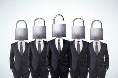 Män med stängda head lås och affärsman med öppnat H Fotografering för Bildbyråer