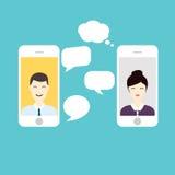 Män och kvinnan pratar direktanslutet Socialt nätverk och socialt massmedia Conce Royaltyfri Fotografi