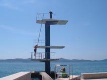Män på ett dykningbräde Royaltyfria Foton