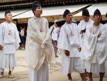 Män på Kitano Tenmangu Shrine Royaltyfri Foto