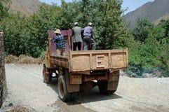 Män på lastbilen, Imlil, höga kartbokberg, Marocko Royaltyfri Fotografi