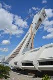 Män reparerar det Montreal Olympic Stadium tornet Arkivbild