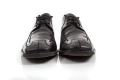 män s för bakgrundsblackklänningen shoes white Arkivfoto