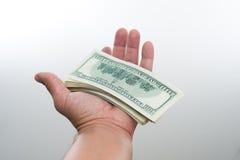 Män sade 10000 dollar i hand Royaltyfri Fotografi
