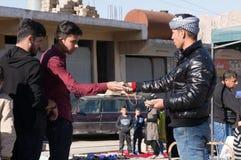Män som handlar i Irak royaltyfri fotografi