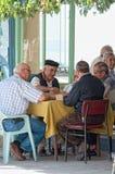 män som leker rummy turk Arkivbild