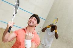 Män som spelar squash royaltyfri bild