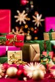 Mängd av vanliga Xmas-gåvor Royaltyfri Fotografi