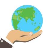 Männer übergeben hält kleine Erde Lizenzfreie Stockbilder