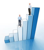 Männer auf Diagramm Stockfotos