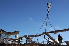Männer bei der Arbeit - Bulding-Demolierung Stockbilder