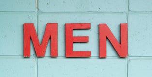 Männer in den roten Zeichen Stockbilder