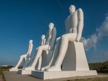 Männer an den Seekolossalen Skulpturen nahe Esbjerg beherbergten in Dänemark Lizenzfreies Stockbild