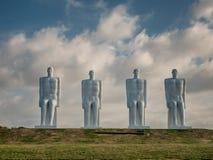 Männer an den Seekolossalen Skulpturen nahe Esbjerg beherbergten in Dänemark Lizenzfreie Stockbilder