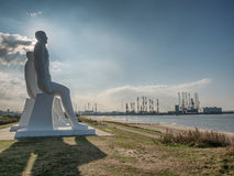 Männer an den Seekolossalen Skulpturen nahe Esbjerg beherbergten in Dänemark Stockfotografie