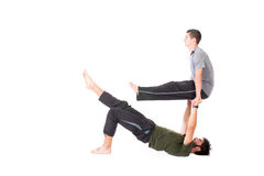 Männer in der Acro-Yogahaltung Stockfotos
