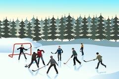 Männer, die das Eishockey im Freien spielen Stockbild