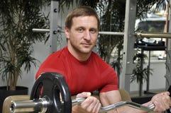 Männer, die Gewichte anheben Lizenzfreie Stockbilder