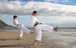 Männer, die Karate üben Stockbild