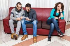 Männer, die mit Tablette PC spielen stockbilder