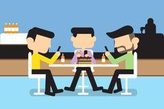 Männer, die Mobile spielen Stockfoto