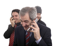 Männer, die am Telefon lachen stockbilder