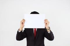 Männer, die Weißbuch anhalten Stockfoto
