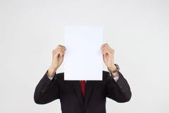 Männer, die Weißbuch anhalten Stockfotos