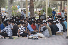Männer, die zusammen in Ramadan essen Lizenzfreies Stockbild