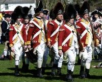 Männer gekleidet als britische Redcoats Stockbilder