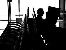 Männer im Flughafen Stockfotos
