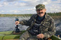 Männer im Motorboot Lizenzfreies Stockfoto