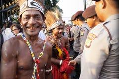 Männer im traditionellen Stoff von Papua Stockbild